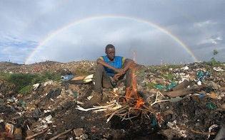「できればここを出て行きたい」ケニア最大のゴミ山で暮らす若者のスカベンジャー飯:ウルトラハイパー ハードボイルド グルメリポート