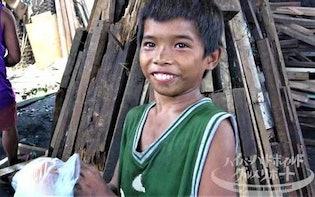 「逃げ出したくなる...」日給100円で働く14歳のフィリピン人...寿命が縮まる炭焼き汚染村飯